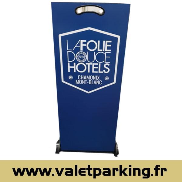 PUPITRE VOITURIER HOTEL LA FOLIE DOUCE CHAMONIX